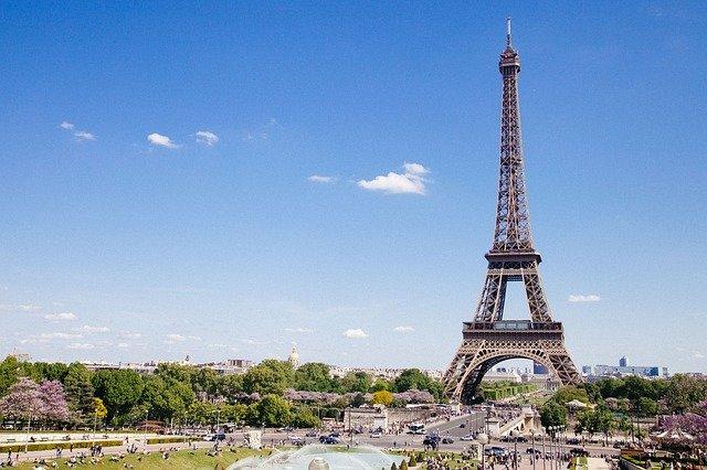 Licenciatura en Turismo u Hotelería y Turismo